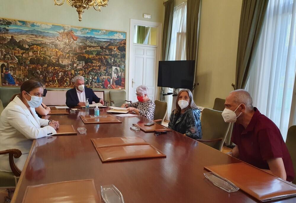 La Diputación firma tres convenios con Cruz Roja y Cáritas