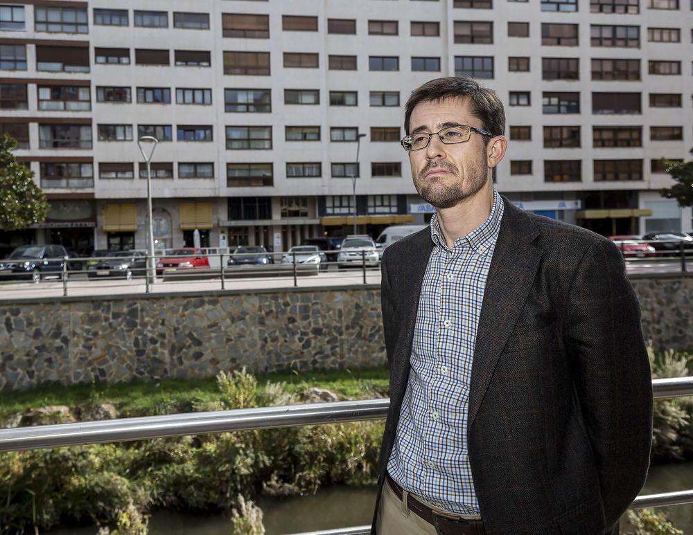 La supuesta ayuda a un hostelero forzó la dimisión de Vigil