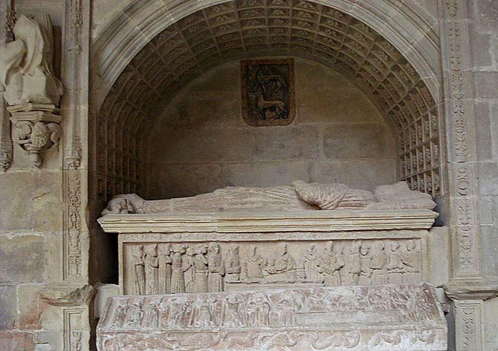 Sepulcro donde descansa el que fue alférez real de Alfonso VIII.