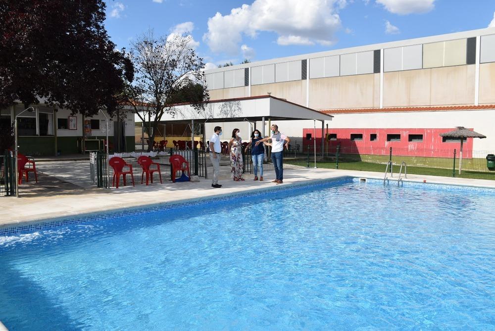 Sotos tiene nueva pista de pádel, piscina y polideportivo