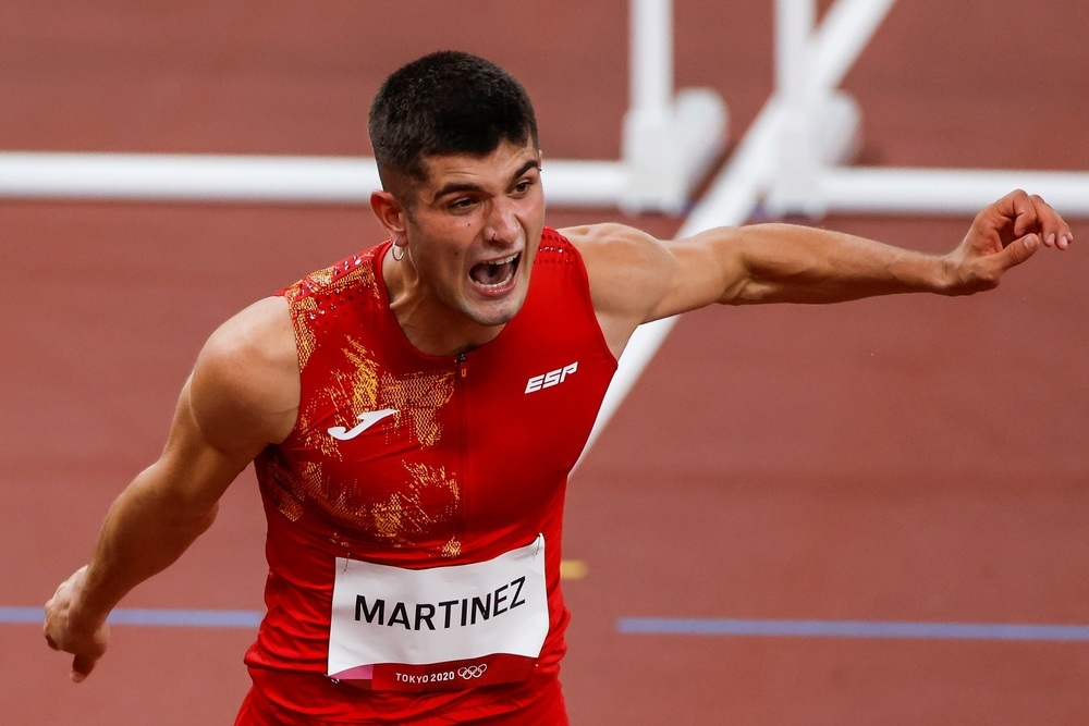 El navarro Asier Martínez gana su serie y pasa a semifinales