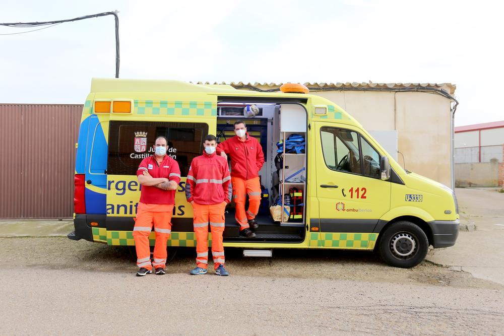 Unidad con soporte vital avanzado de enfermería, conocida como ambulancia tipo C o SVAE, en Villafrechós.