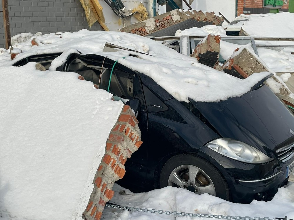 El temporal hunde el tejado de varios negocios del polígono