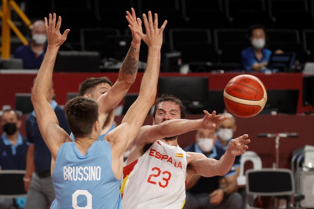 España mira a los cuartos y Argentina al abismo