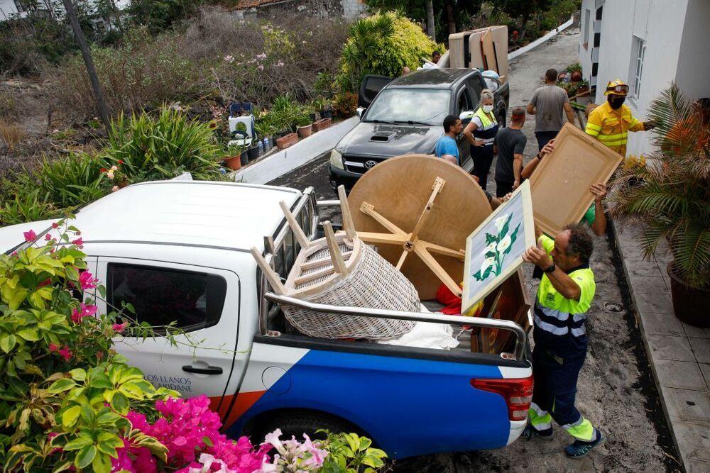 Los palmeros pudieron recoger ayer algunas de sus pertenencias.