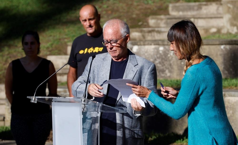 Los portavoces de la red ciudadana Sare, Joseba Azkarraga y Bego Atxa