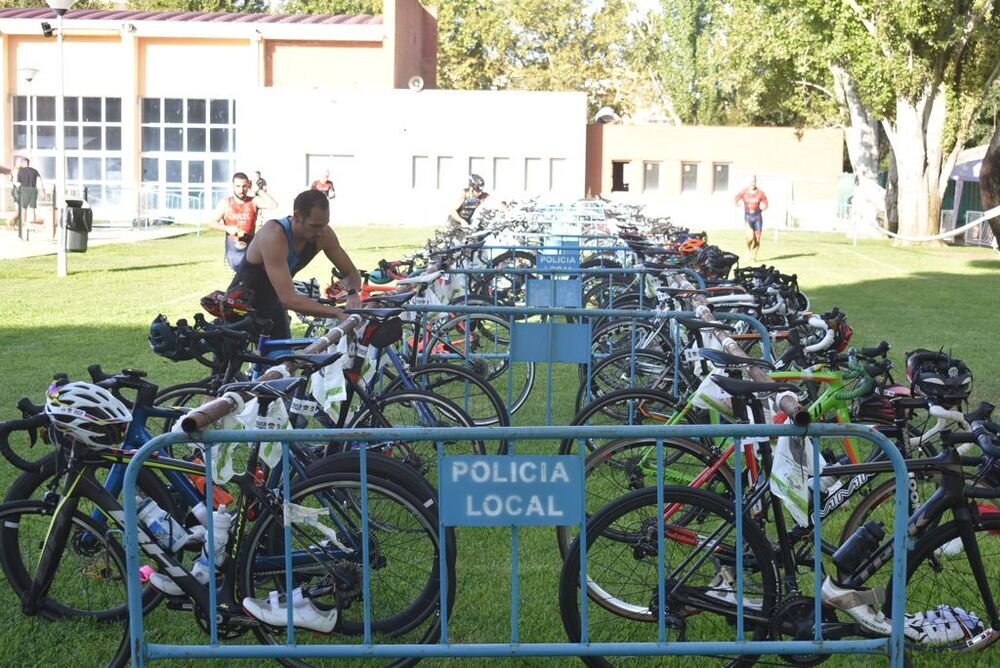 Las bicicletas, preparadas en la piscina del Polideportivo Juan Carlos I.