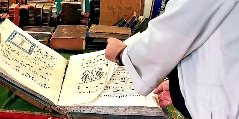 Cantoral recuperado para el monasterio de La Trrapa-