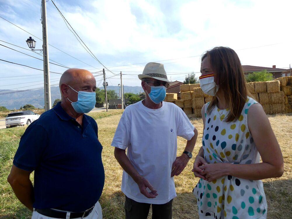 VOX entrega más de 35.000 kilos de forraje a los ganaderos