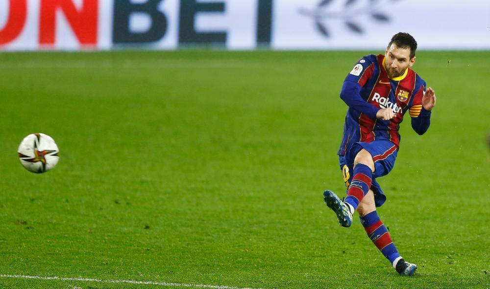 El Sevilla golpea primero y Bono amarga la noche a Messi