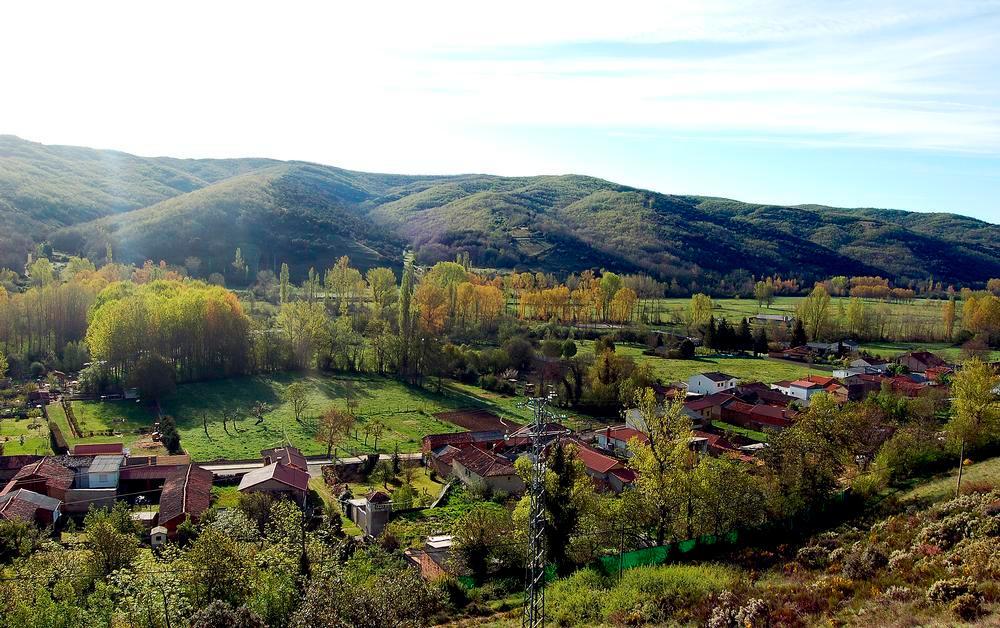 Vista de La Cándana. La normativa urbanística impide criar gallos en las mejores parcelas.