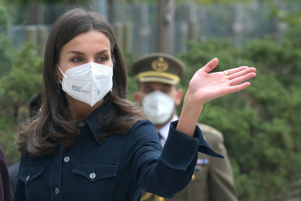 La Reina Letizia se pasa al look 'dénim'