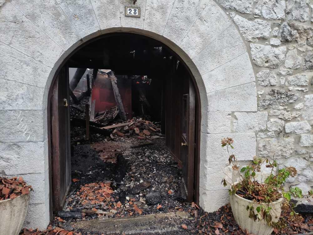 Las llamas arrasan una casa rural en Lekunberri
