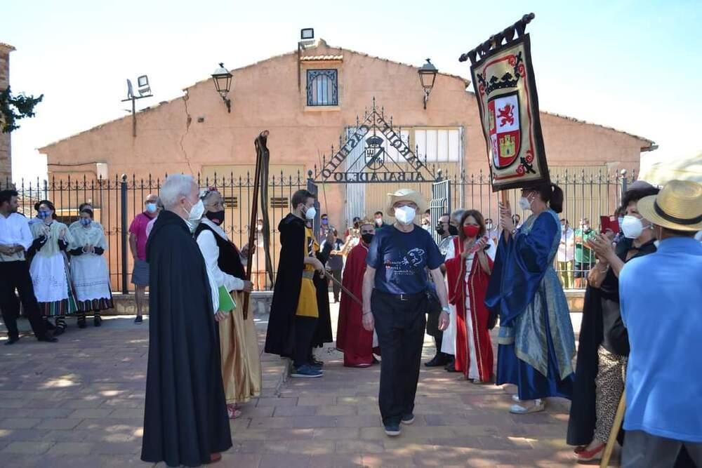Daniel Lillo a su entrada al castillo de Albaladejo, en el que recibió el homenaje de la comarca