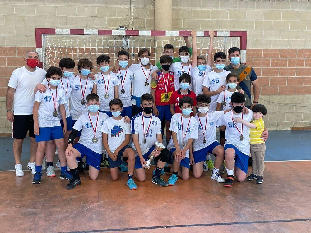 Equipo infantil masculino de Marianistas, campeón regional.