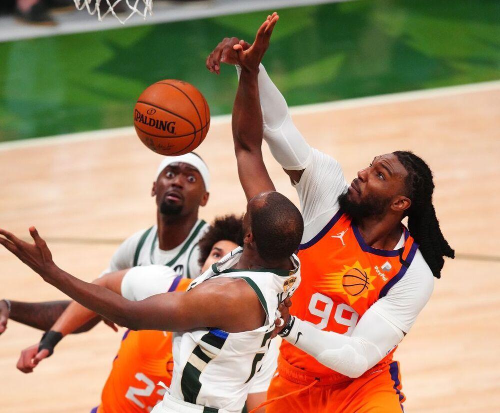 Los Bucks sobreviven a Booker y empatan las Finales