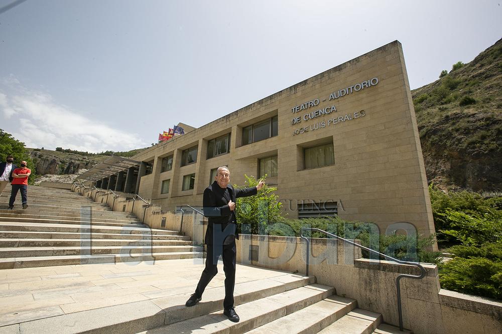 El Teatro-Auditorio de Cuenca ya luce el nombre de José Luis Perales