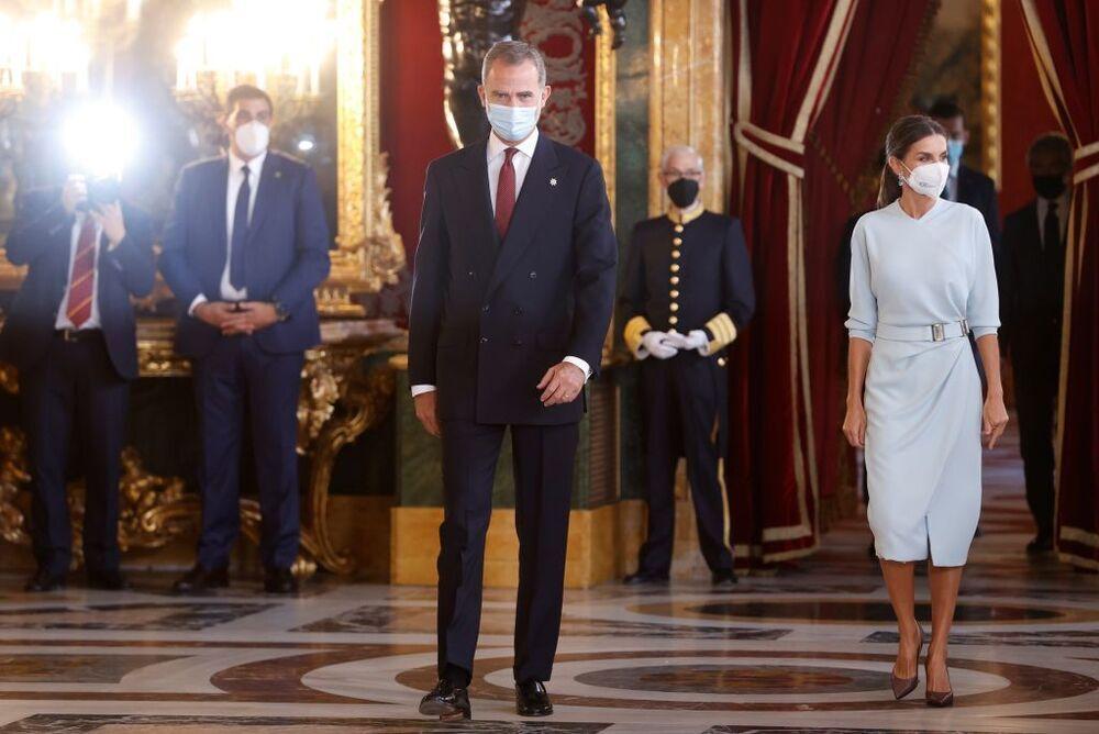 La Reina Letizia, enamora con un elegante vestido celeste