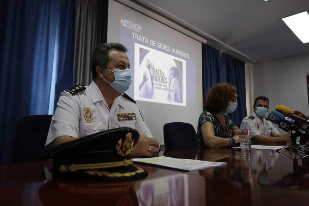 El comisario jefe provincial, Alberto Camacho, en primer término, se ha mostrado determinante en la lucha contra la trata de seres humanos