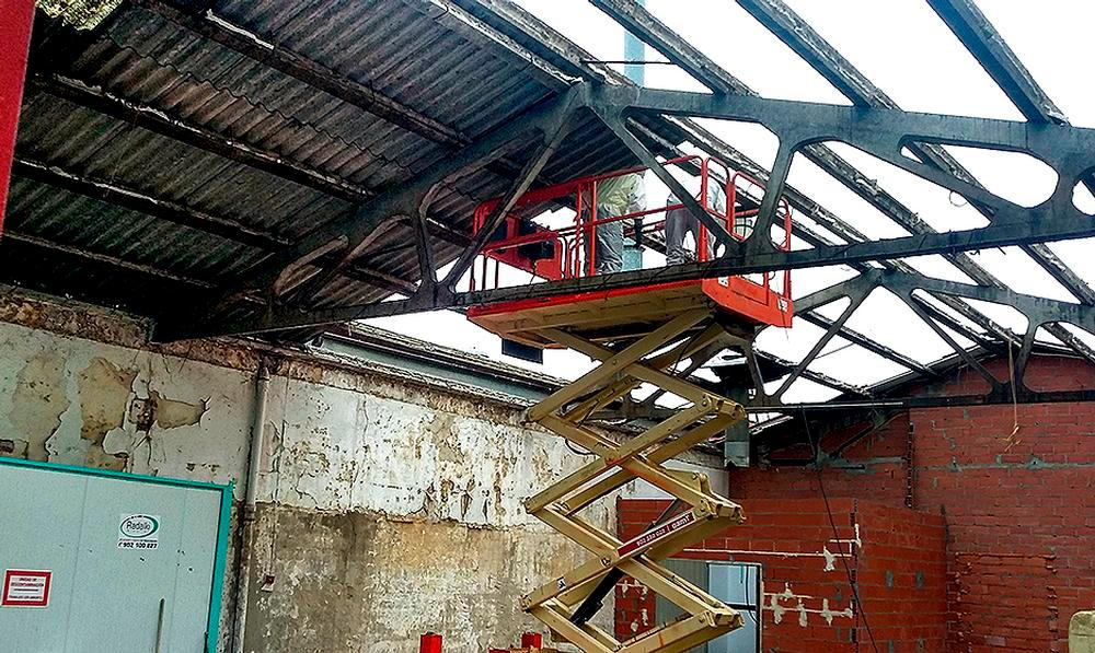 El desmontaje de tejados de uralita es la demanda de retirada de amianto más habitual por parte de los particulares.