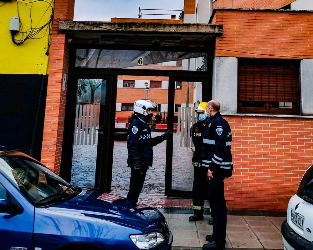 Bomberos controlan escape de gas en residencial