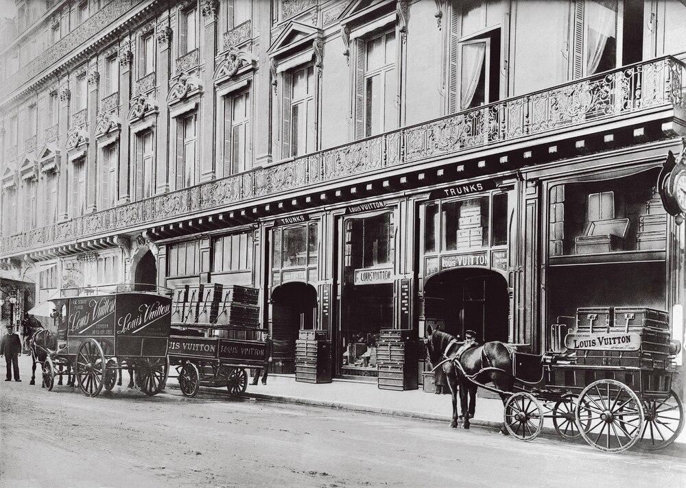 La tienda del creador galo, fotografiada en 1872, se hallaba en la rue Scribe 1, de París.