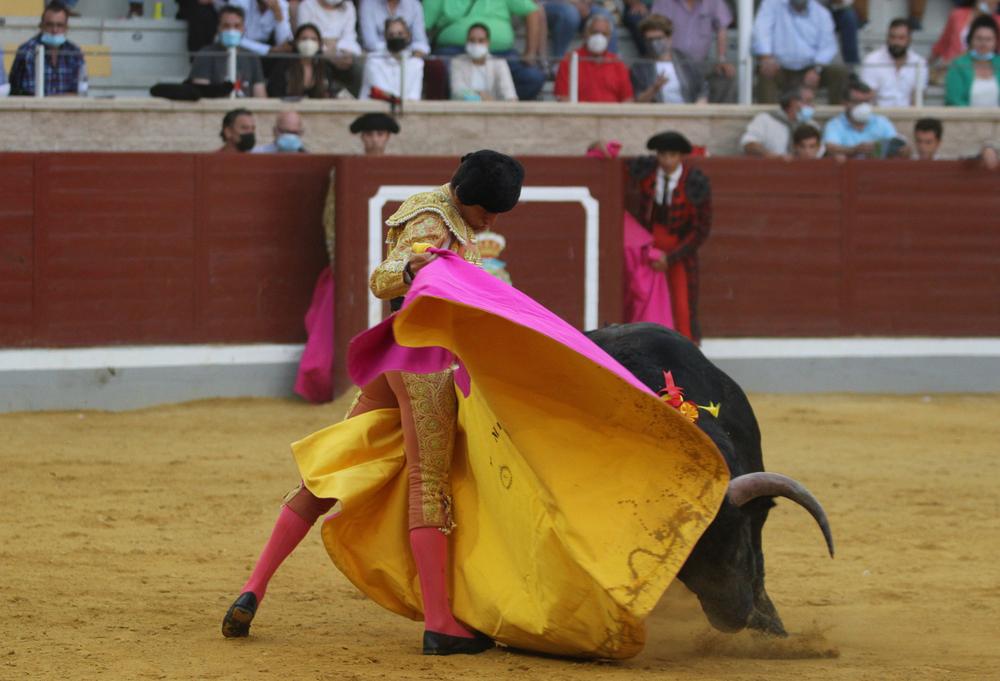 Todos los novilleros estuvieron con ganas, como 'El Melli' con el capote.