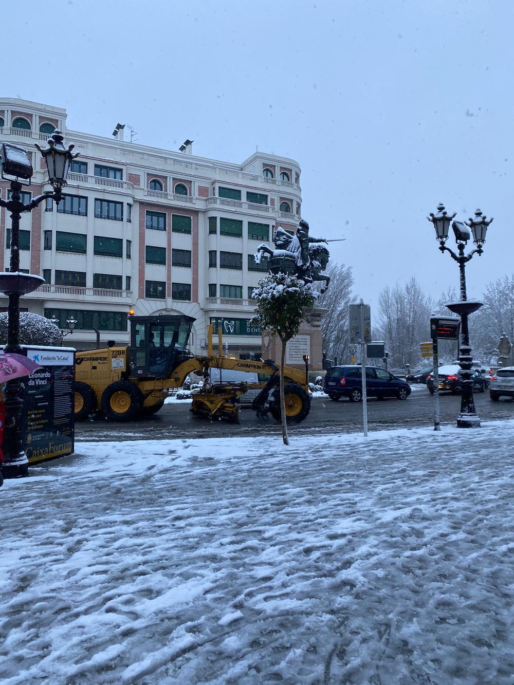 La capital, con un manto blanco de nieve esta mañana.