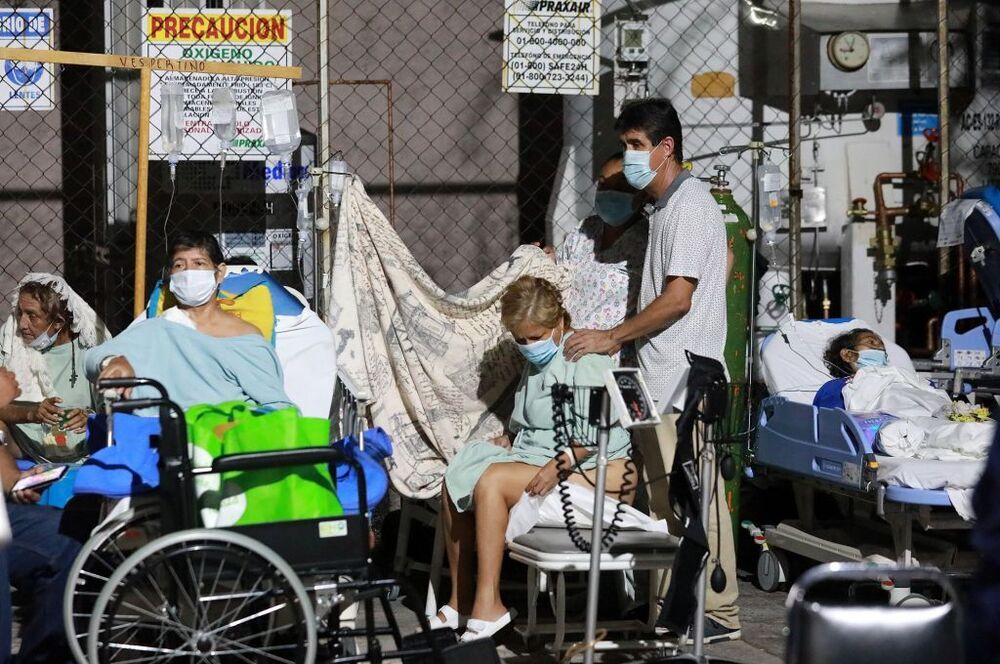 Un hospital de Acapulco fue evacuado por miedo al derrumbe del edificio.