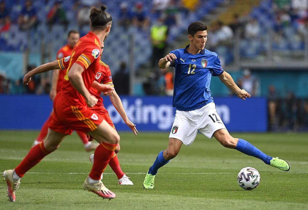 Italia firma el pleno ante una Gales relajada