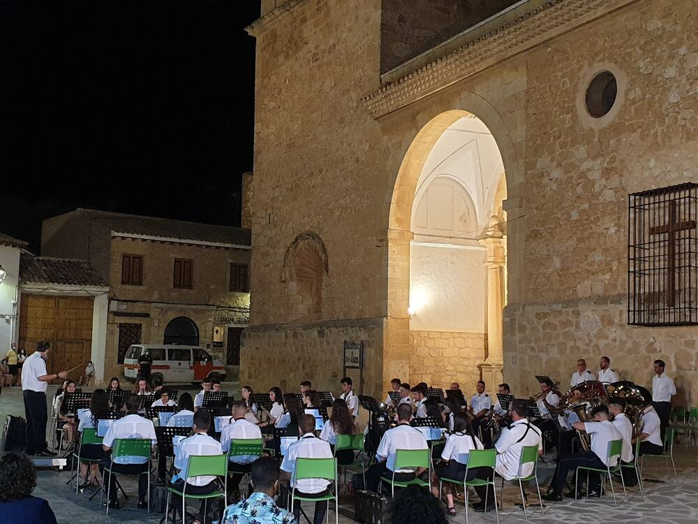 Emotivo homenaje musical a los mayores en El Toboso