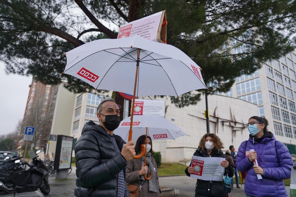 CCOO y UGT se manifiestan para exigir la subida del SMI y la derogación de las reformas laboral y de pensiones