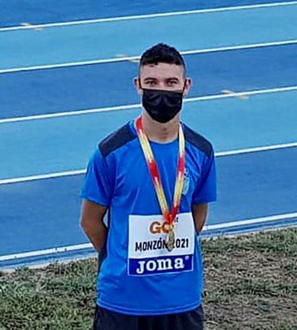 David Carranza, oro en los 800 metros lisos.