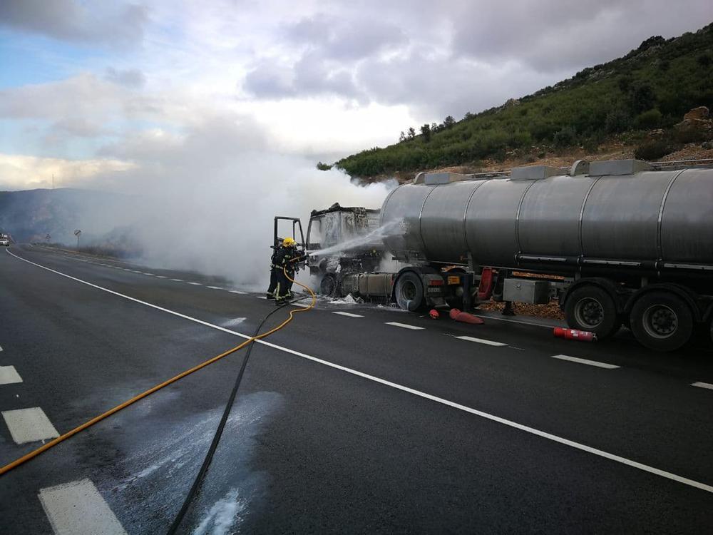 Accidente e incendios en dos vehículos en Puertollano
