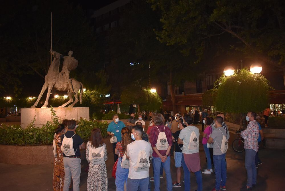 Un grupo, en la céntrica Plaza del Pilar.