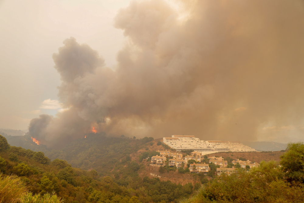El incendio de Málaga da una tregua para poder trabajar