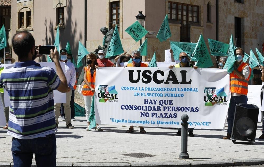Manifestantes de Uscal en las inmediaciones.