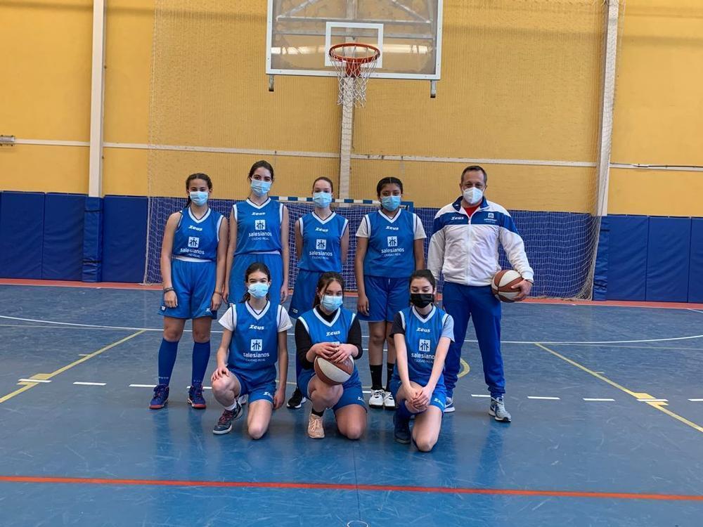 Equipo cadete femenino del colegio Salesianos de Ciudad Real de baloncesto.
