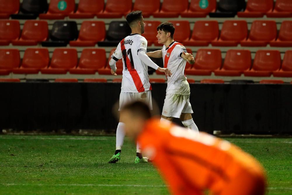 El jugador bolañego (a la derecha) celebra su gol con Andrés.