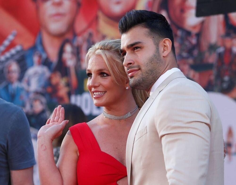 Britney Spears y Sam Asghari posan en la gala 29º GLAAD en Beverly Hills