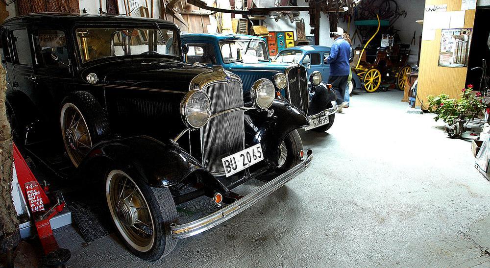 La colección cuenta con un Fiat Balilla y un Ford de época.