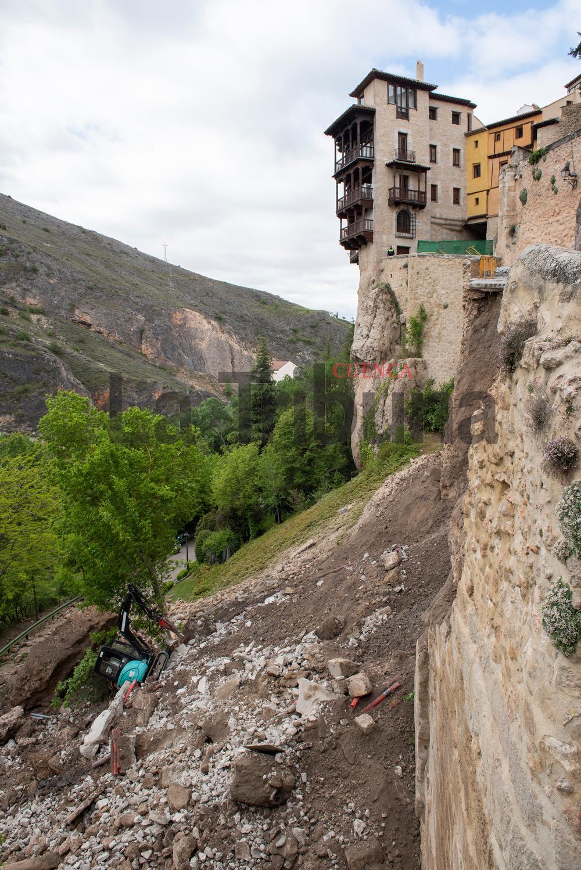 El muro de la calle Canónigos se derrumba