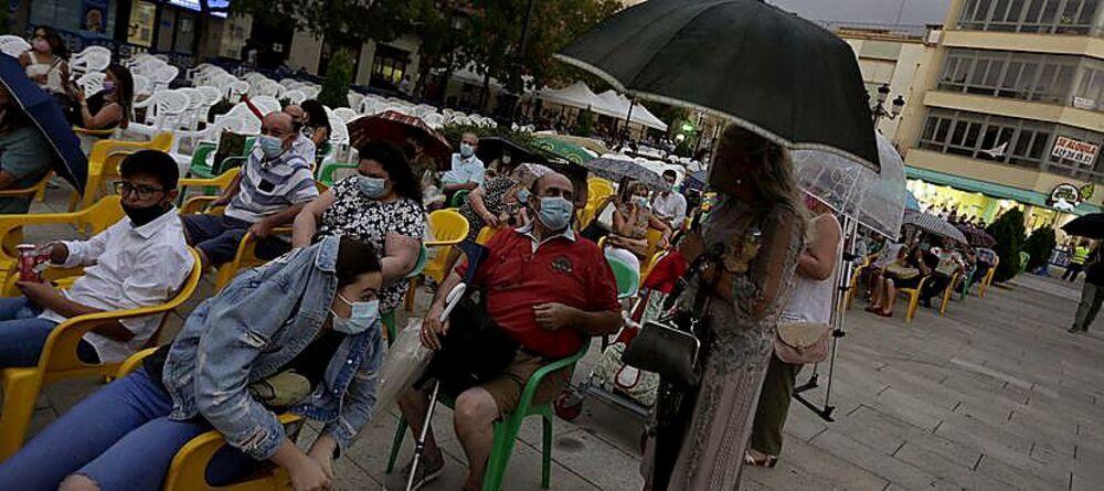 La lluvia se cuela en la Feria de Tomelloso
