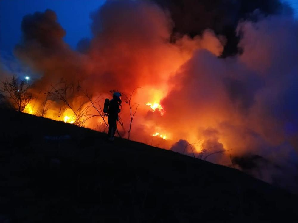 Incendio en el Cerro de los Palos por la quema de neumáticos