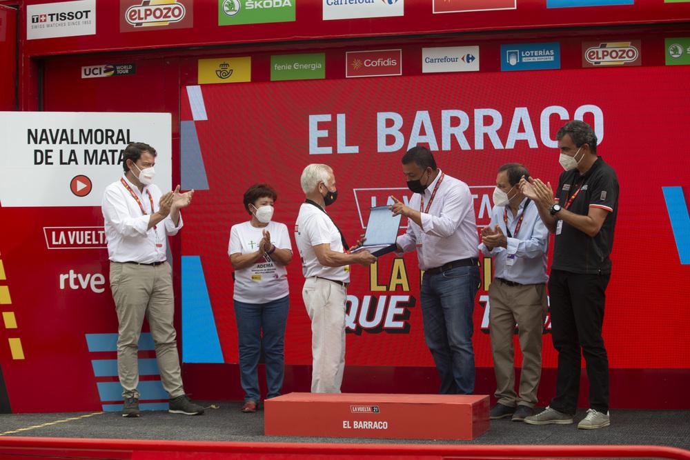 La Vuelta rinde homenaje a Víctor Sastre y a El Barraco