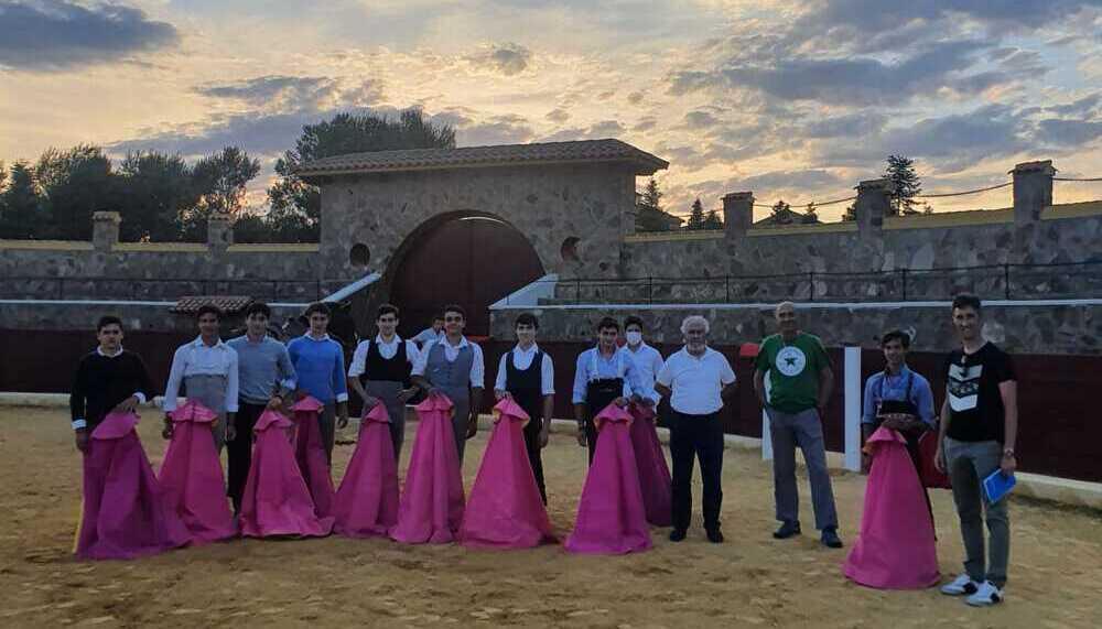 Alumnos de la Escuela Taurina de Albacete, en Los Chospes
