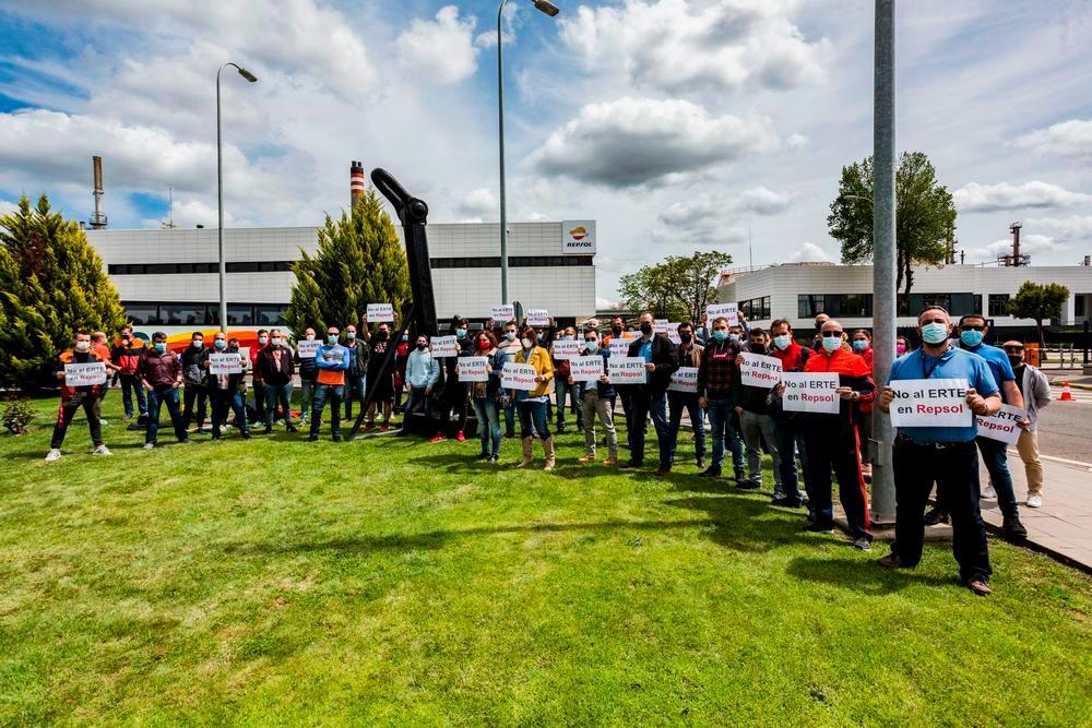 Sindicatos salen a la calle para rechazar el ERTE de Repsol