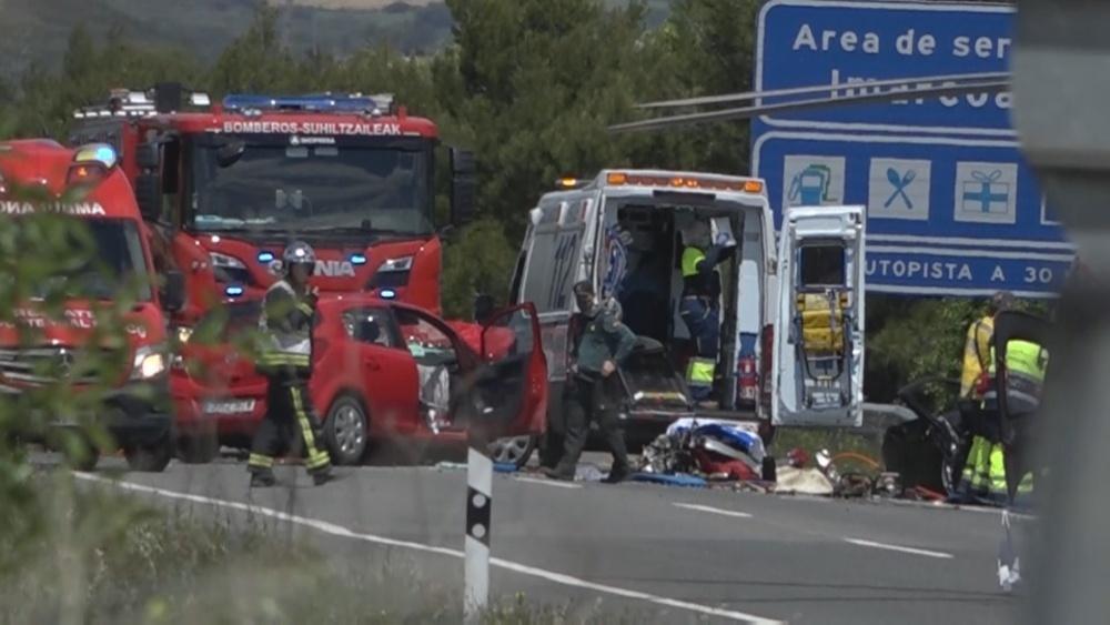 Un fallecido y dos heridos graves tras chocar en Olite