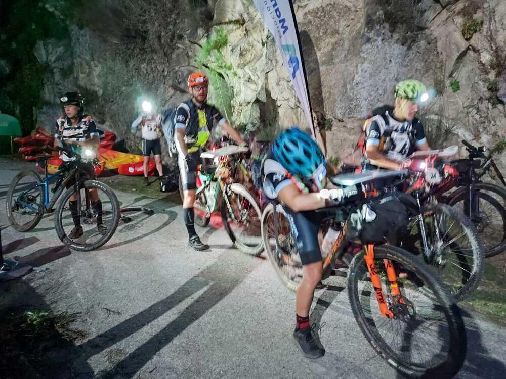 Los integrantes del conjunto Peña Guara, en la bicicleta de montaña.