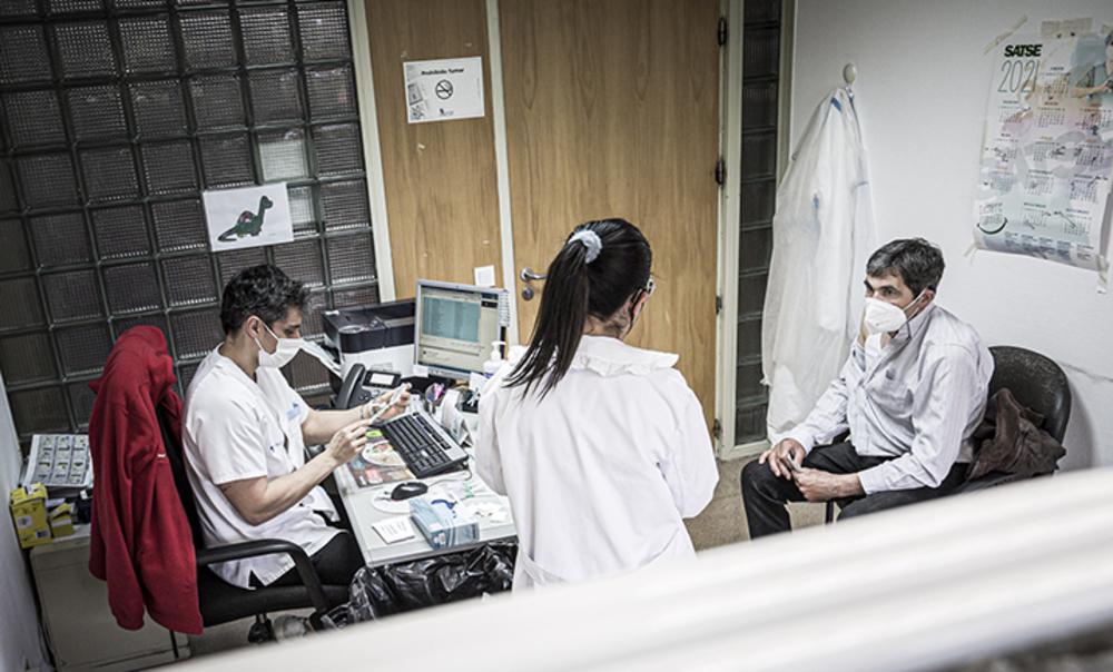 OCU pide ir recuperando más atención sanitaria presencial